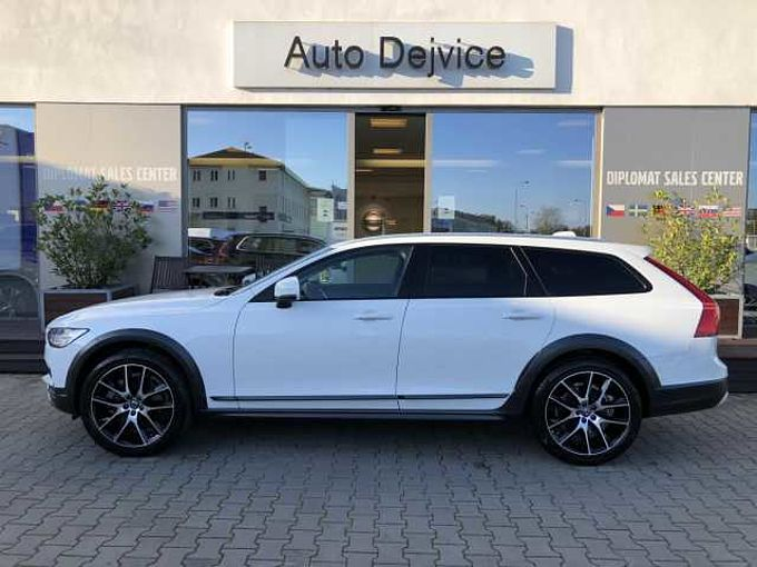 Volvo V90CC CROSS COUNTRY D4 AWD AUT 1.maj
